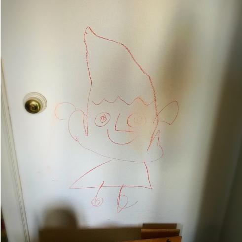 just al costat de la porta, ben visible...